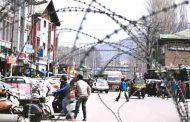 इंटरनेट, मोबाइल, फोन, अख़बार की पहुंच से बाहर कश्मीर में बीते दो दिनों के हाल पर पहली ग्राउंड रिपोर्ट.
