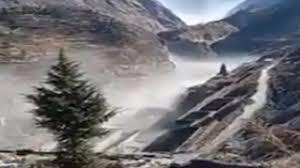 उत्तराखंड में ग्लेशियर फटने से दहशत